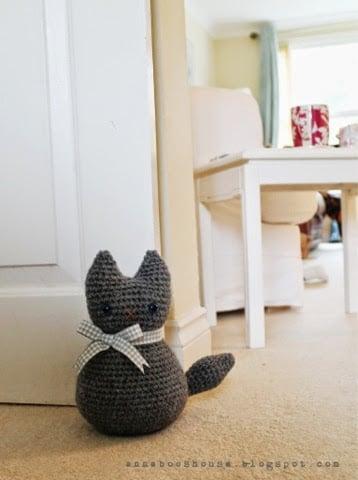 Crochet-Cat-Doorstop