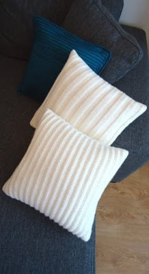 Knitted pillow cover pattern