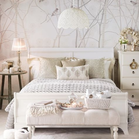 Fall home decor trends with a white bedroom and natural materials