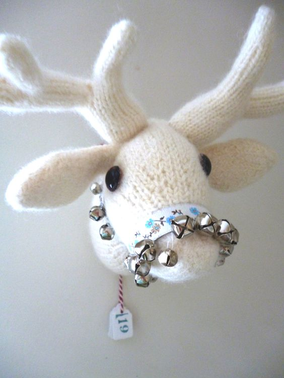 deer trophy head knitted