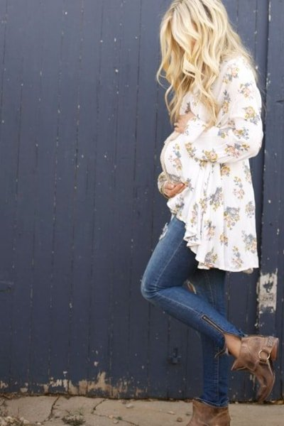 capsule wardrobe during pregnancy ideas floral maternity tunic