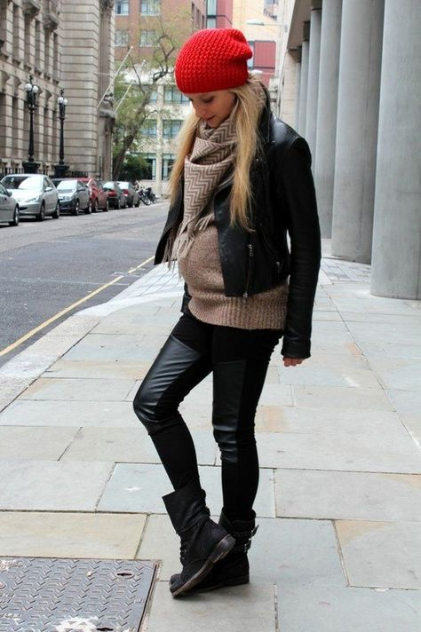 Maternity outfit with knitted sweater and trinagle scarf