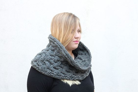 The Melina Cable Cowl Free Knitting Pattern