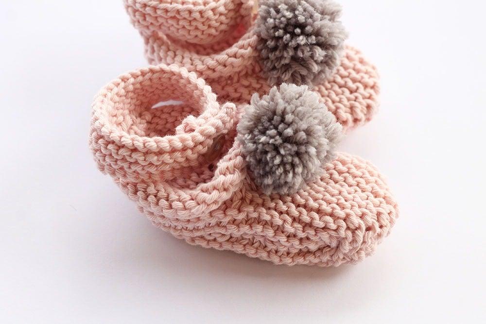 Baby girl slippers knitting pattern