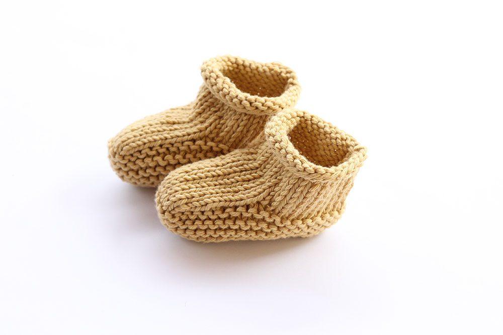 Beginner baby booties knitting pattern