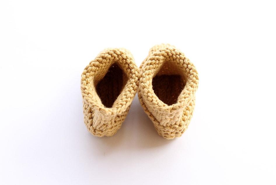 Knitted newborn booties pattern