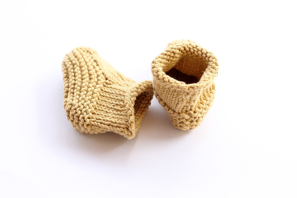 Newborn booties knitting pattern