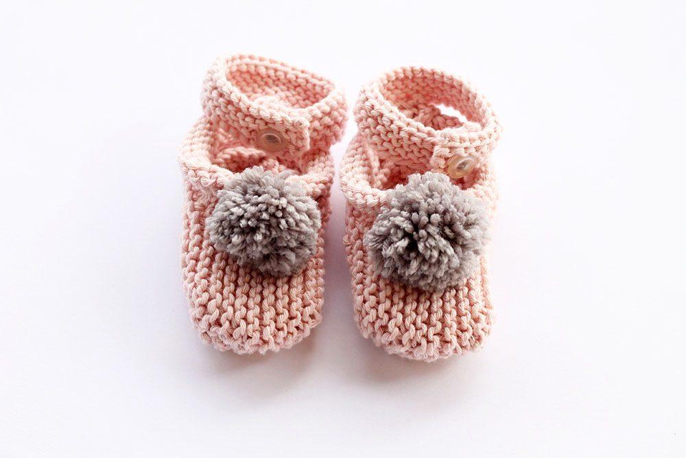 Pom pom baby slippers pattern
