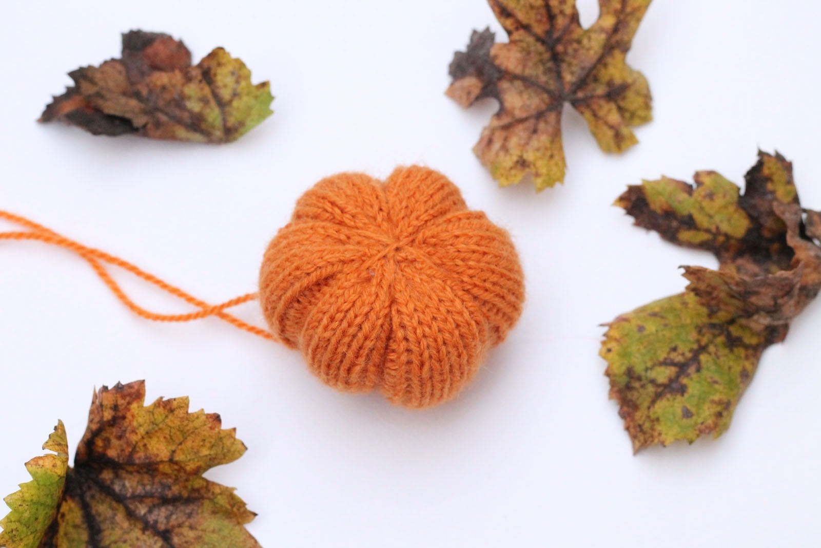 free-knitting-pattern-for-a-mini-pumpkin