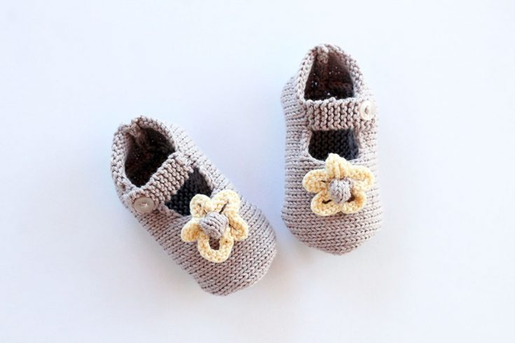 Baby Girl Shoes With Flowers - Knitting Pattern