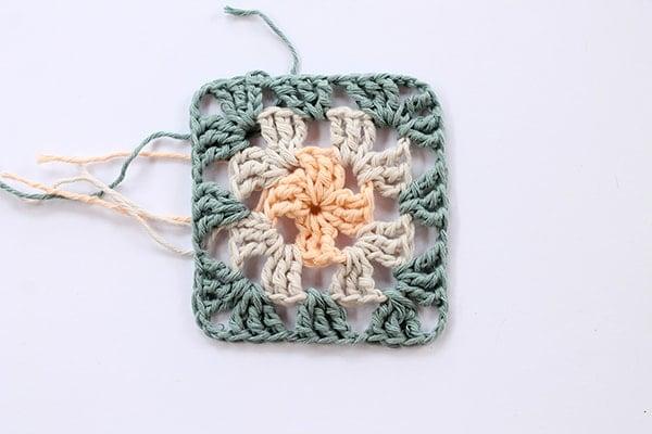 crochet granny square step nine