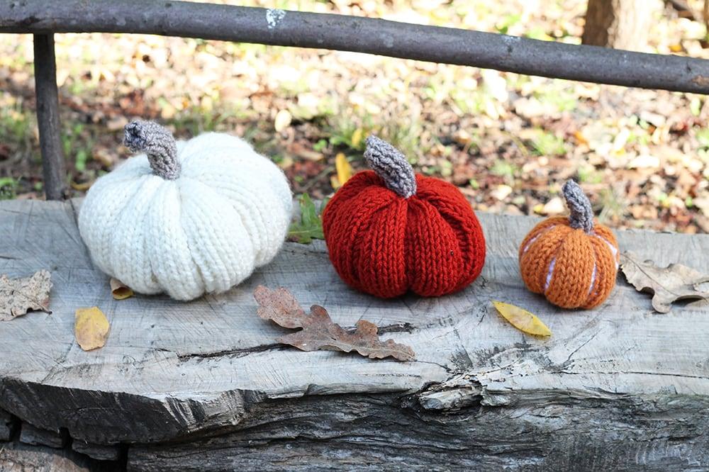 DIY knitted pumpkins
