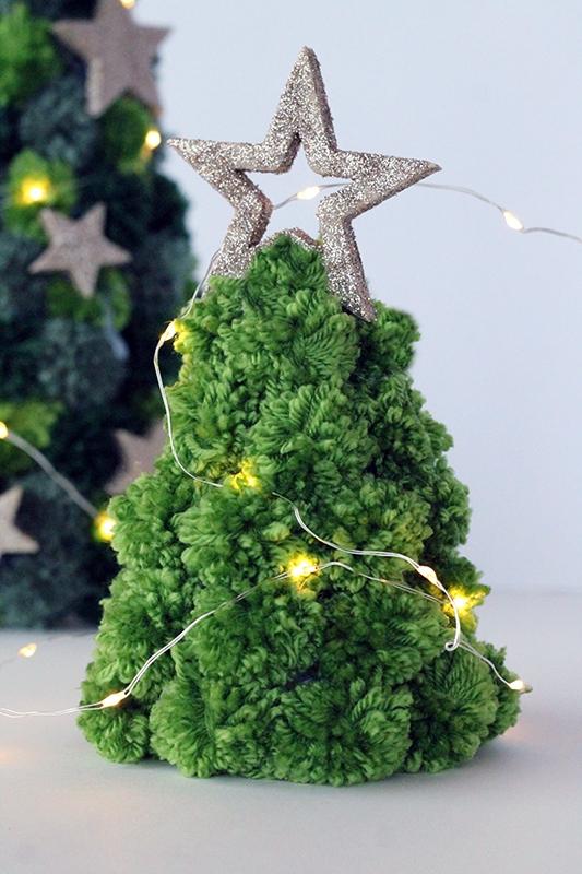 Mini pom pom Christmas tree