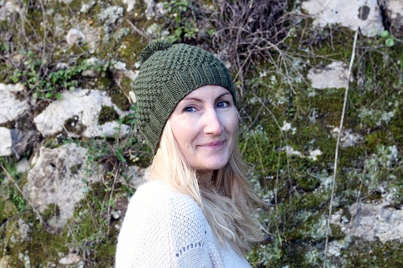 Moss stitch hat knitting pattern