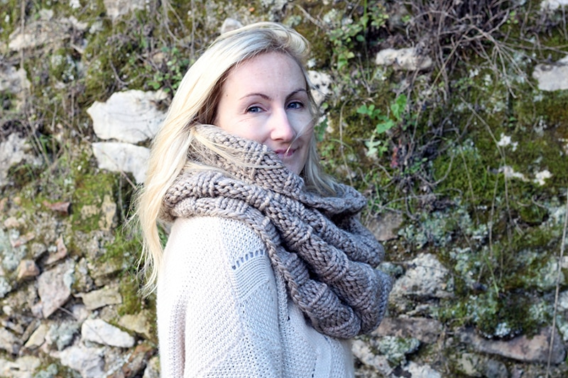 ribbed infinity scarf side view