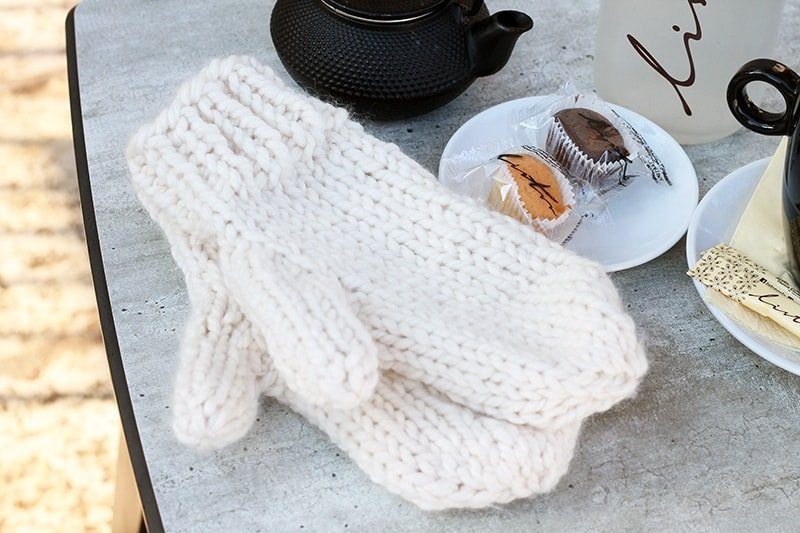 Free pattern for adult knitted mittens