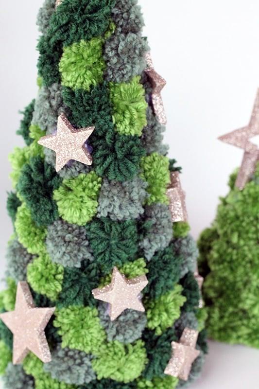 mini pom pom Christmas tree craft