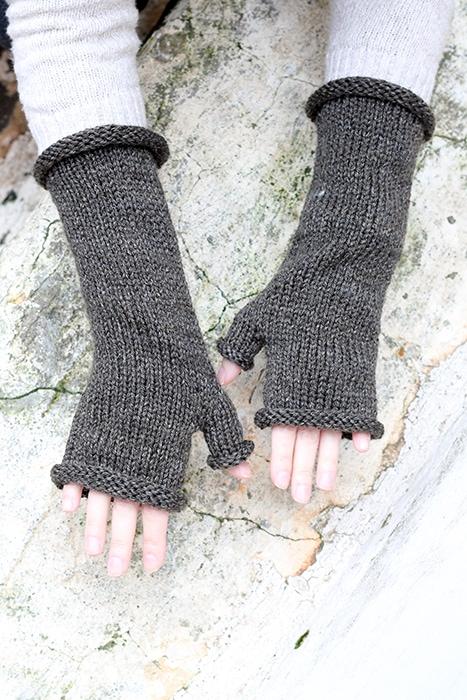 Bree fingerless mittens pattern from Outlander