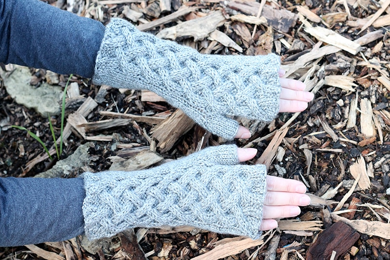 Fingerless gloves knitting pattern.