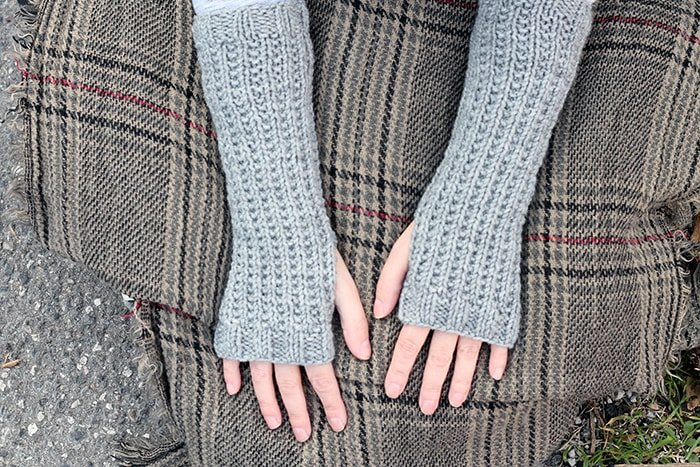 Outlander fingerless mittens pattern