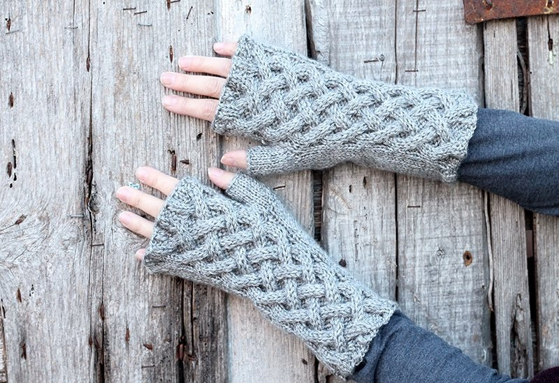 Outlander fngerless gloves pattern
