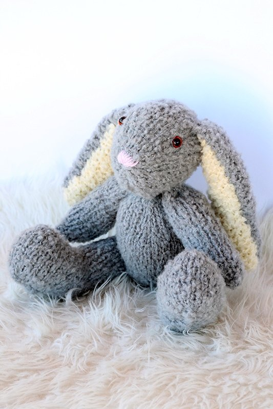 side view of the knitted bunny