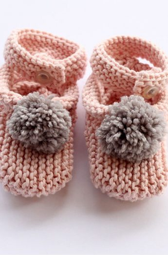Baby Slippers Knitting Pattern {With Pom Poms}