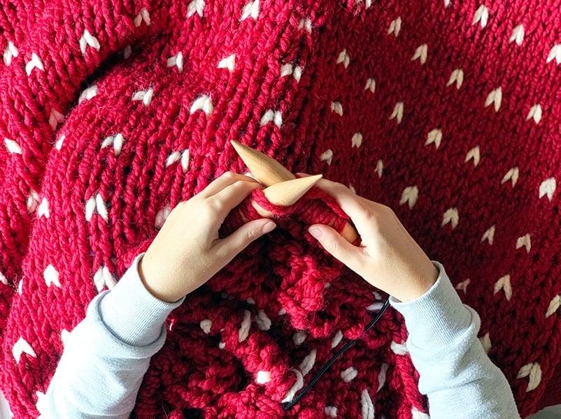 knitting a blanket on super sized knitting needles