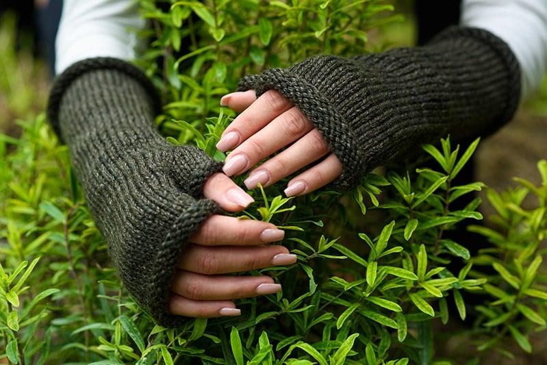 Outlander Brianna green knitted fingerless gloves
