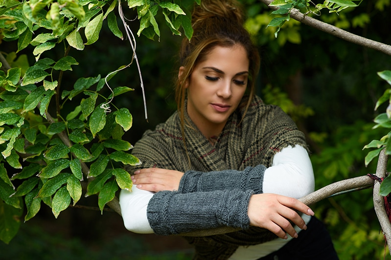 Cable knit cuff arm warmers