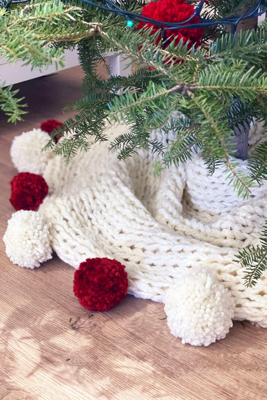 Christmas tree skirt feat image