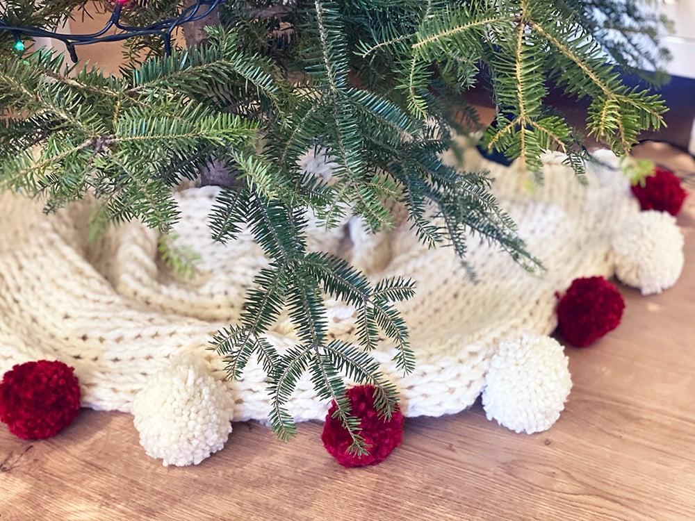 Christmas tree skirt with pom poms