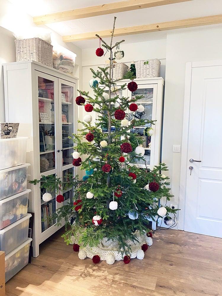 Chunky knitted Christmas tree skirt