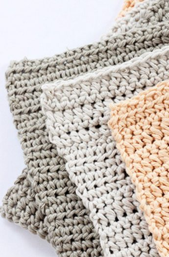 Crochet Washcloth Pattern {Beginner Friendly!}