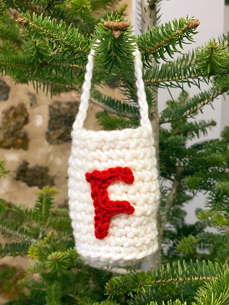 Crochet bag with crochet letter
