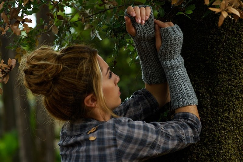 Outlander Claire fingerless mittens knit in grey yarn