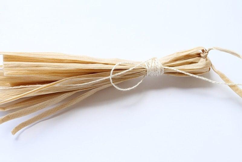 how to make a raffia tassel