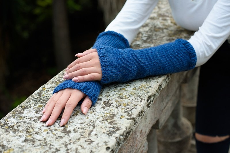 blue knitted arm warmers like Claire from Outlander