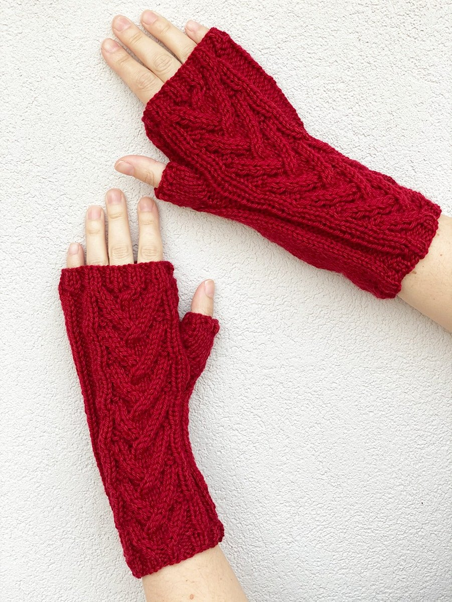 broken cable knitted gloves