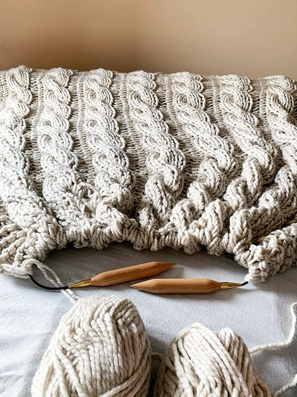chunky throw blanket knit with super bulky yarn