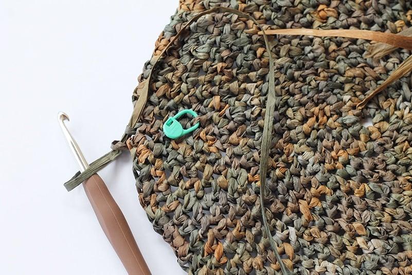 crochet bag made with raffia