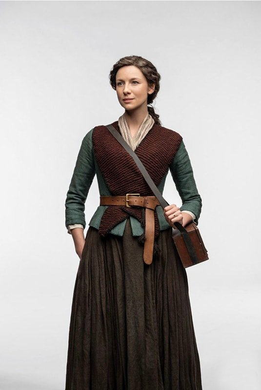 Claire from Outlander wearing a knitted triangle shawl