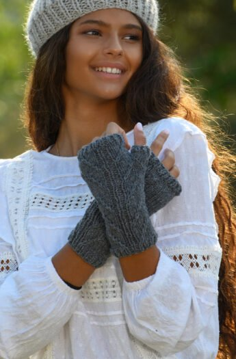 Apothecary Outlander Fingerless Gloves Pattern