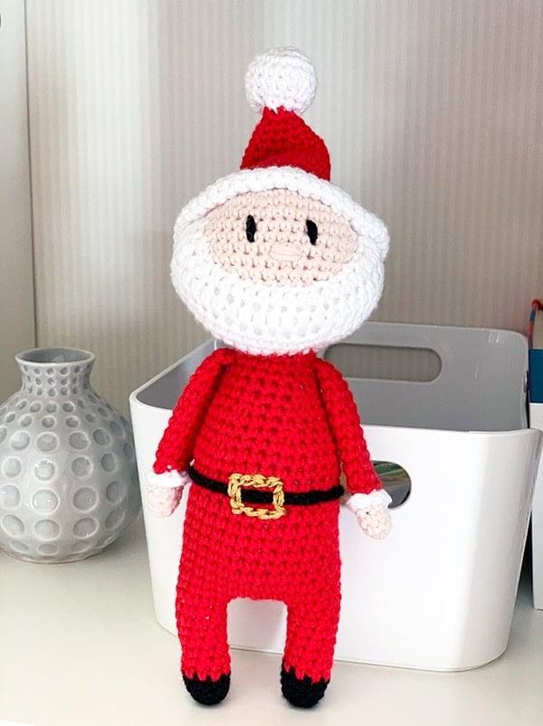 crochet Santa on the shelf