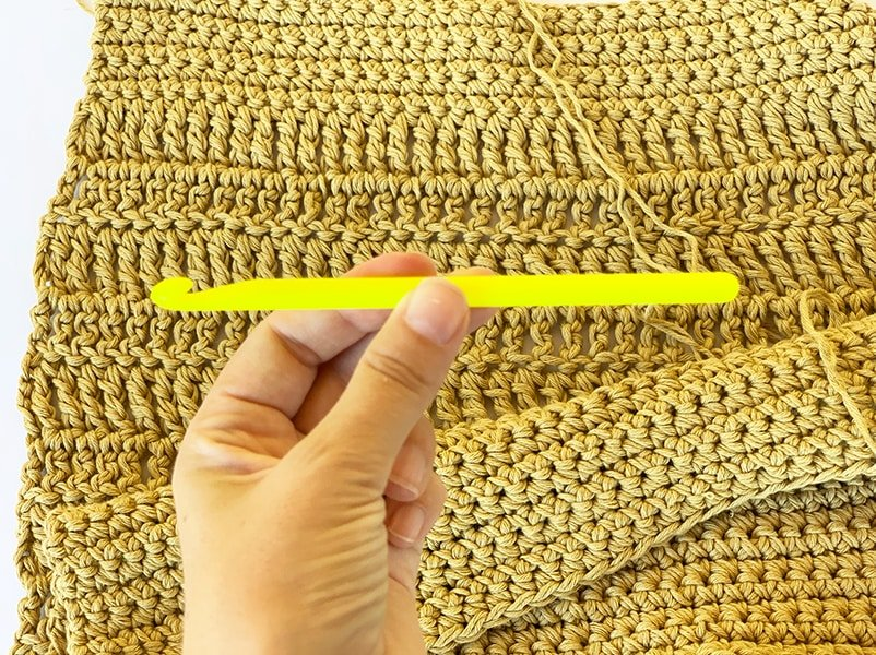 neon prym crochet hook and cotton