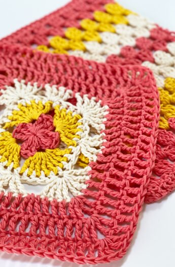 Crochet Washcloth Pattern {Granny Squares}