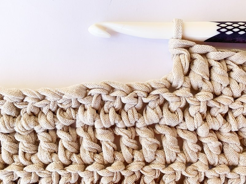close up of the double crochet stitch
