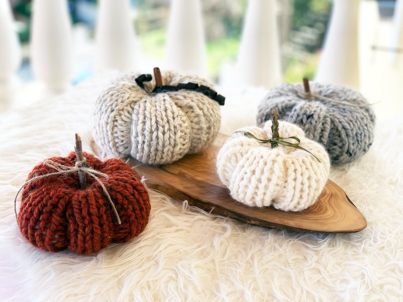 knitted pumpkins made from a pumpkin knitting pattern