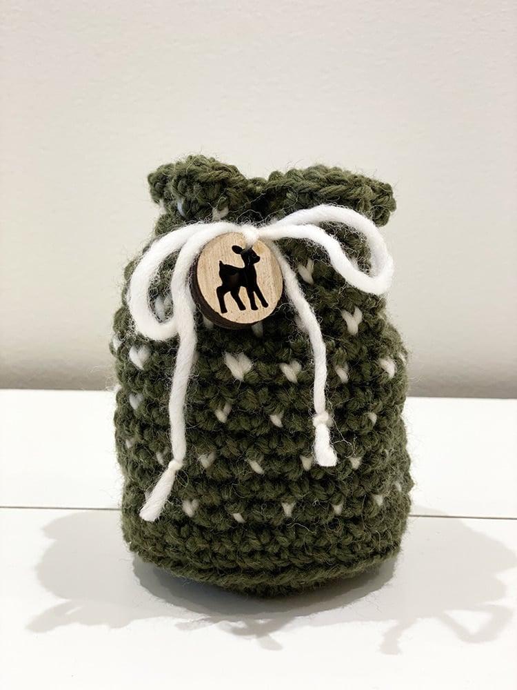 Crochet drawstring bag in white and green yarn