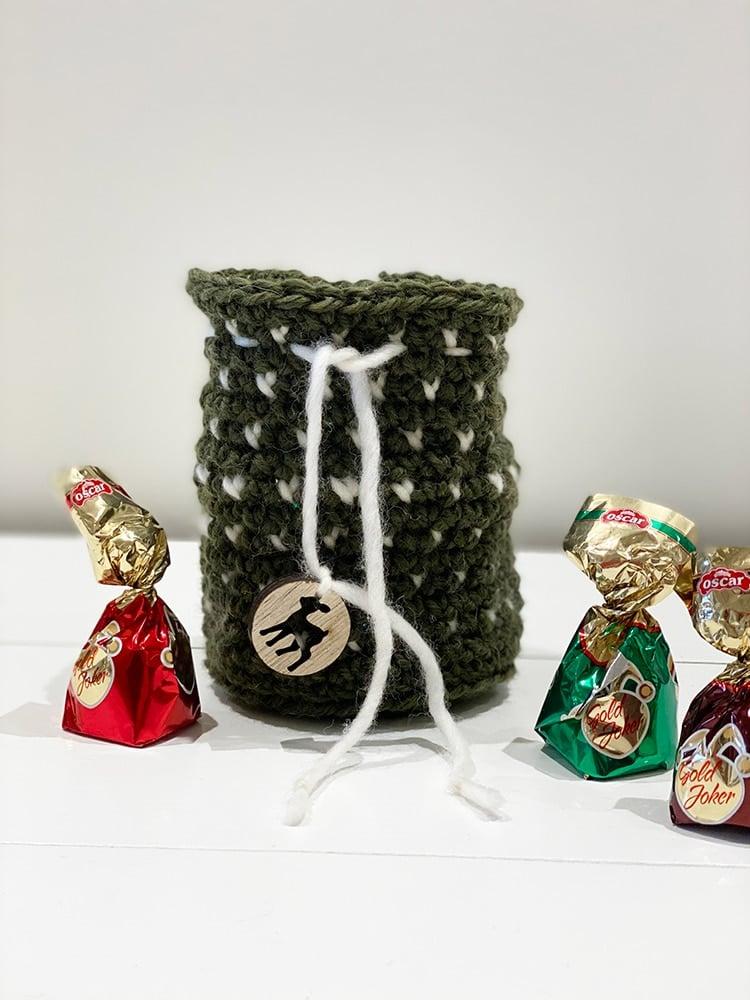 Crochet drawstring bag with intarsia
